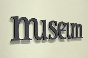 940-Museum_Logo_mockup_Wall_display_1_1